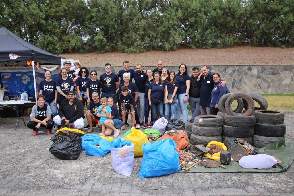 Loro Parque realiza una gran limpieza de plástico en Tenerife