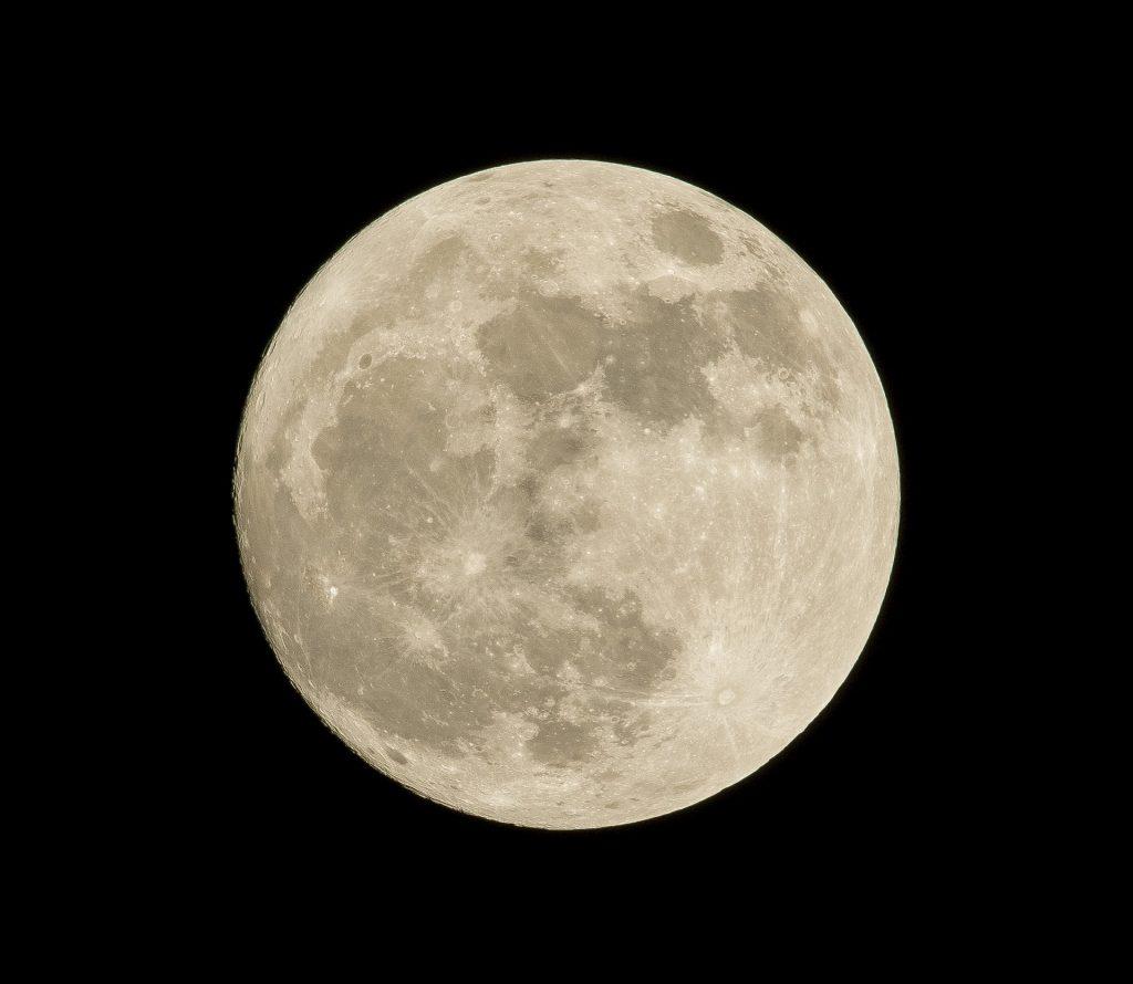 Caleido baja 'La Luna' a Madrid por el 50 aniversario de la llegada del hombre al satelite