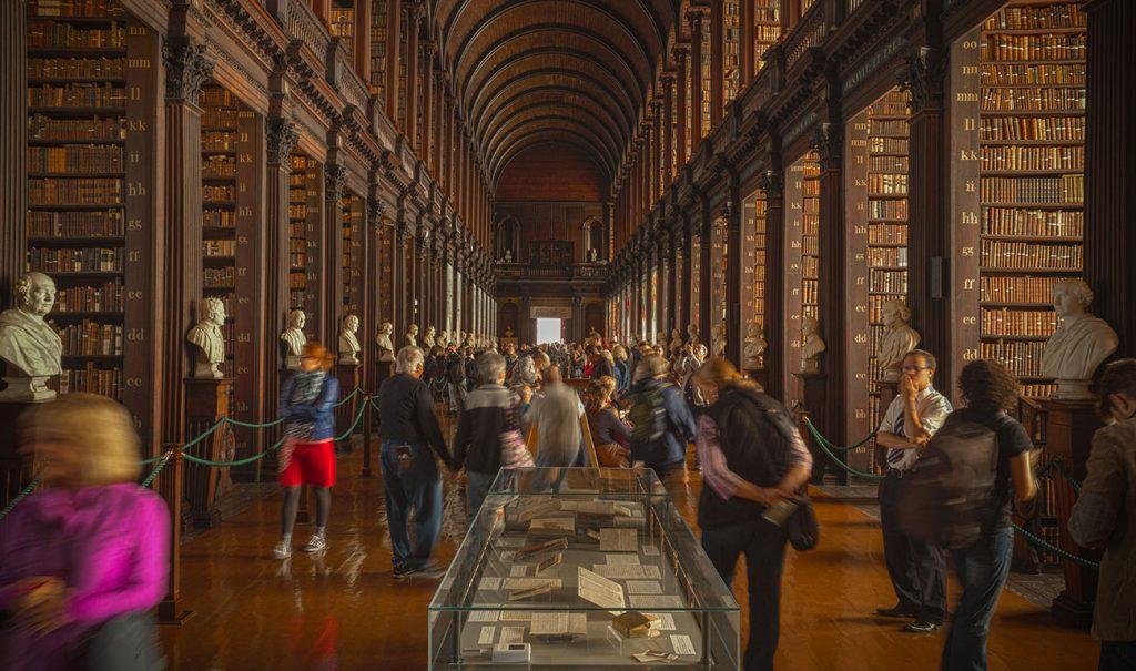 Bibliotecas singulares para viajar a través de la literatura post image