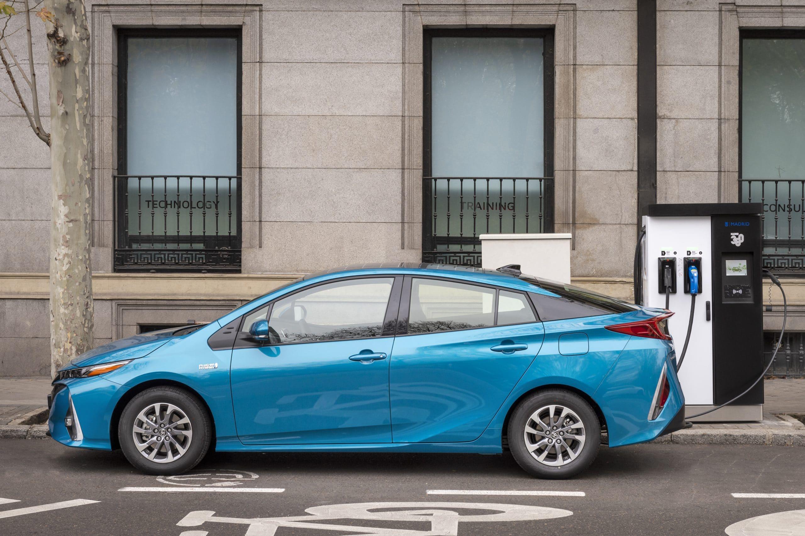 ¿Cómo se enchufa un coche eléctrico?